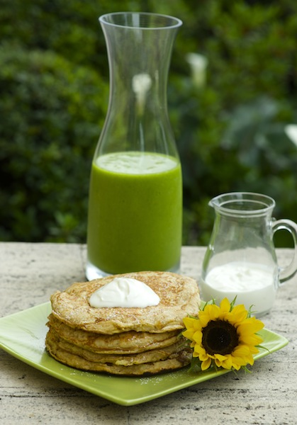 Healthy Apple Pancakes & Vegan Green Juice