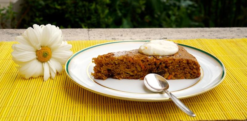 Healthy Carrot Cake & Mango Yogurt Smoothie