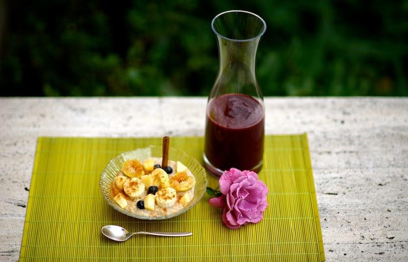 Healthy Oatmeal Breakfast with Blackberry Kiwi Juice